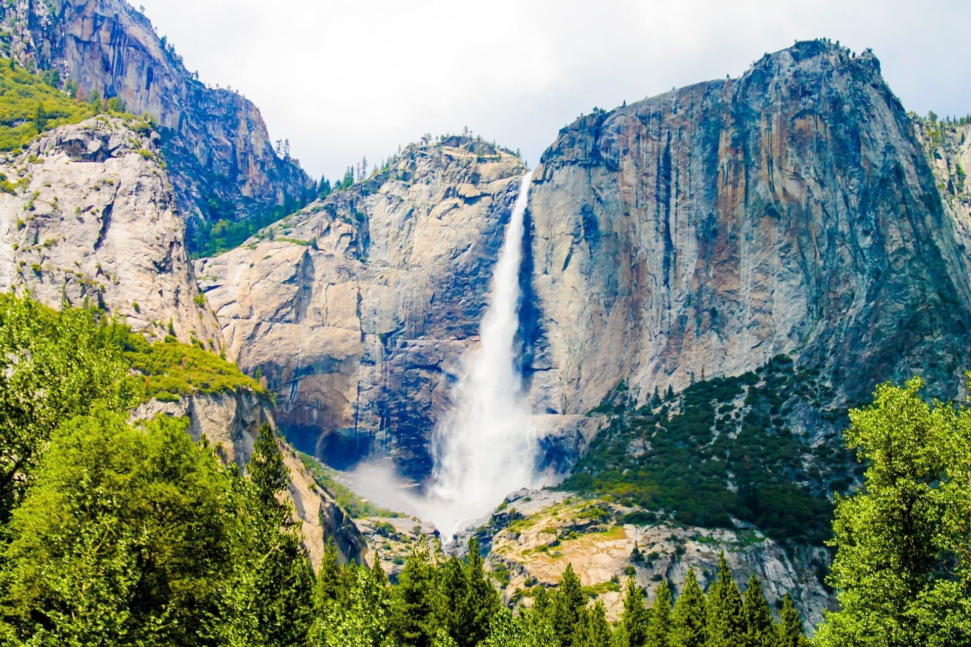 Yosemite-Falls-USA-cascada