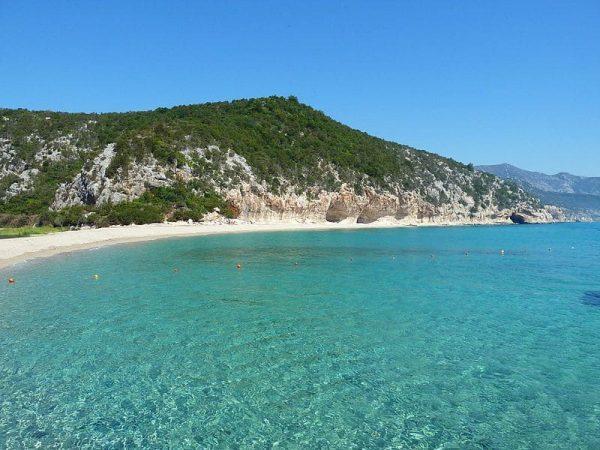 cala-luna-italia-verano-playa-viaje-sin-destino