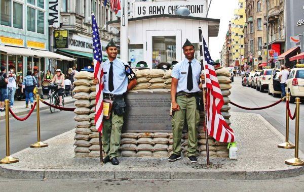 checkpoint-charlie-berlin-muro